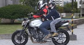 Saiba como deve-se transportar crianças em motos