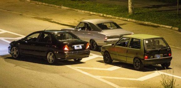 Corridas de carros são infrações gravíssimas.